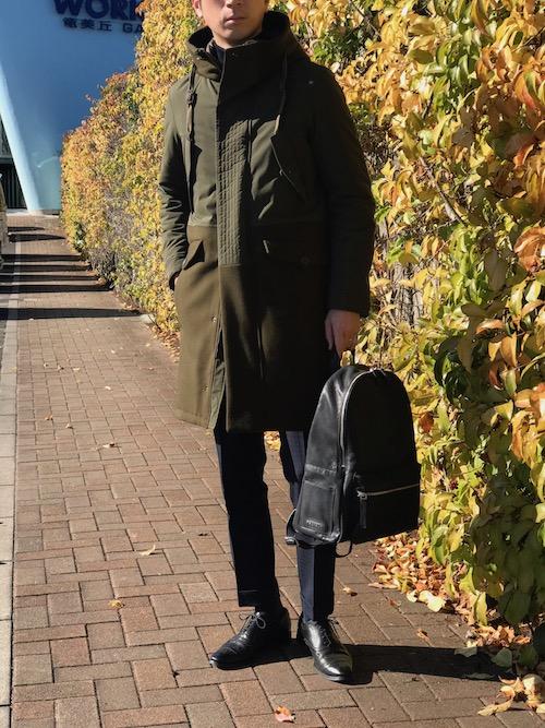 季節の街並みに溶け込む! HERNO/ヘルノのモッズコートが見せるのは、都会派なミリタリースタイル!!